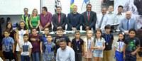 Vereador homenageia alunos destaque na Olimpíada de Matemática